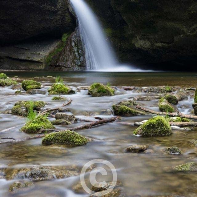 Wasserfall am Tobelbach, Russikon, Zürich, Schweiz